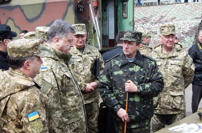 The President of Ukraine Petro Poroshenko examined projects of UA.RPA as a part of the demonstrative class in the military unit in Divychky